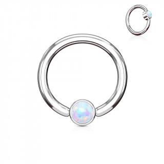 Anneau à cylindre captif serti d'une opale blanche