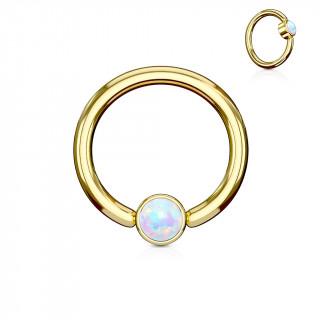 Anneau doré à cylindre captif serti d'une opale blanche