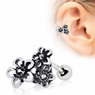 Piercing cartilage hélix en bouquet de fleurs
