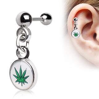 Piercing cartilage à feuille de cannabis