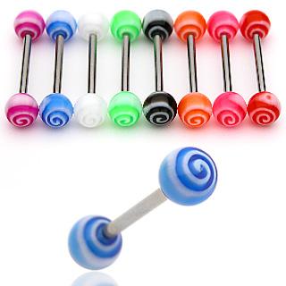 Plato con muchos piercing de colores.
